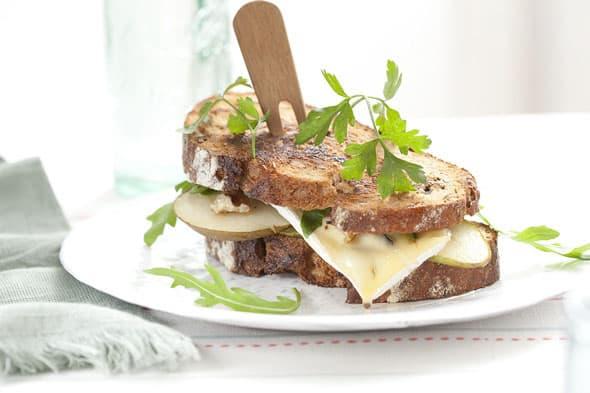 Croque-monsieur met peer en blauwe kaas
