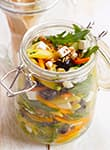 Penne-Salat mit Rucola und Schafskäse