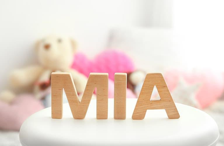 Holzbuchstaben ergeben Mädchennamen Mia