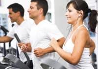 Menschen im Fitnessstudio