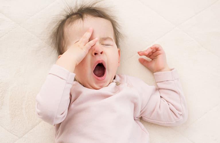 Ihr Baby will nicht schlafen? Wichtige Gründe und 5 Einschlafhilfen für Babys