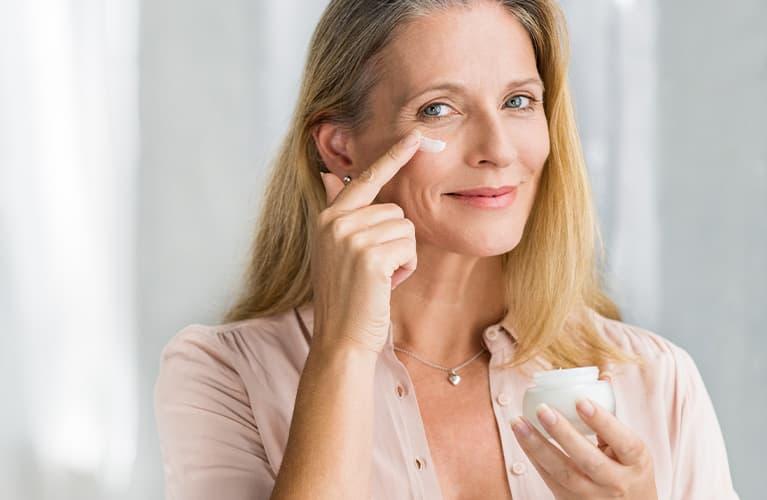Gesichtspflege ab 50: fünf goldene Regeln für strahlende Haut