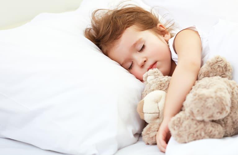 Hausstauballergie: Symptome loswerden und Auslöser bekämpfen