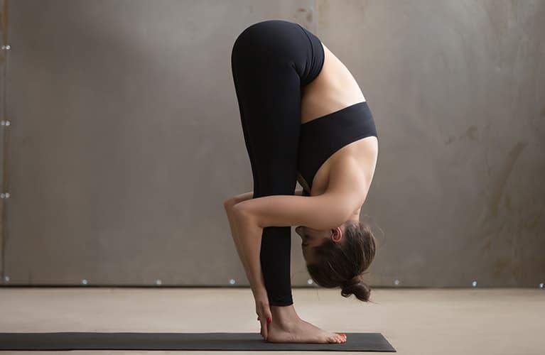 Frau, die Yoga macht
