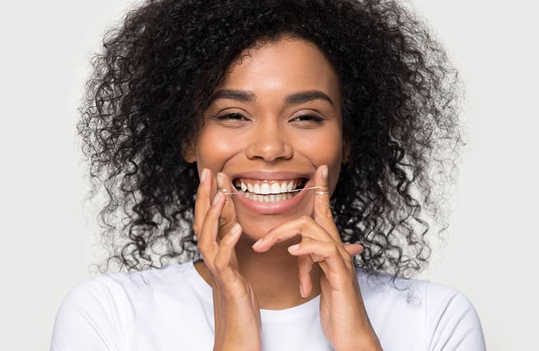 Frau die Lächelt