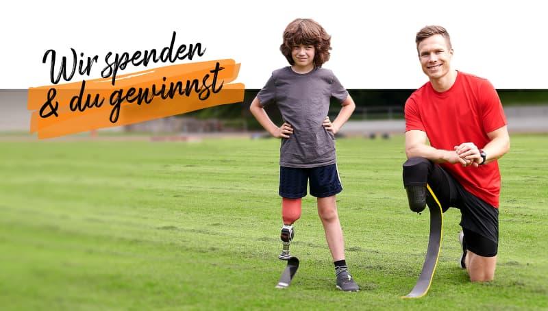 Mit #GemeinsamStärker und der P&G Olympia-Kampagne für andere da sein: Leichtathletin hilft gestürzter Kollegin auf die Beine.