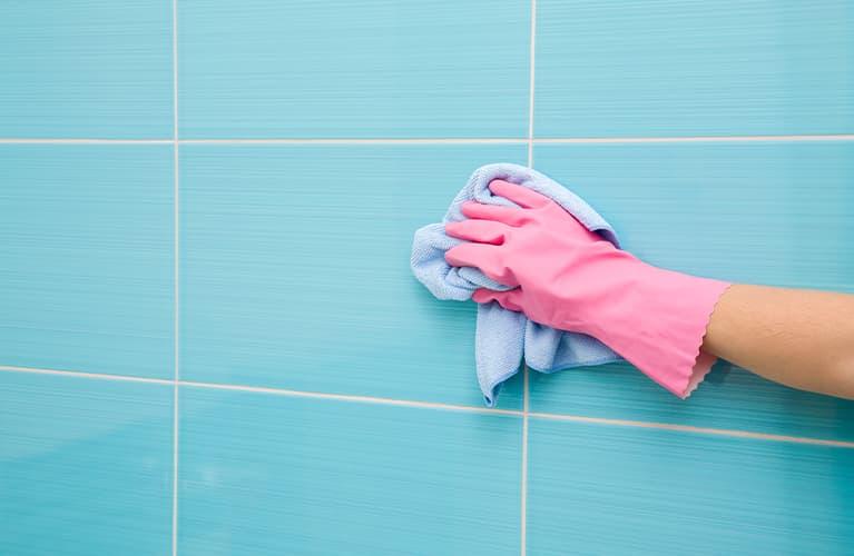 Wie putzt man richtig das Bad? Mit unserem 20-Minuten-Plan!