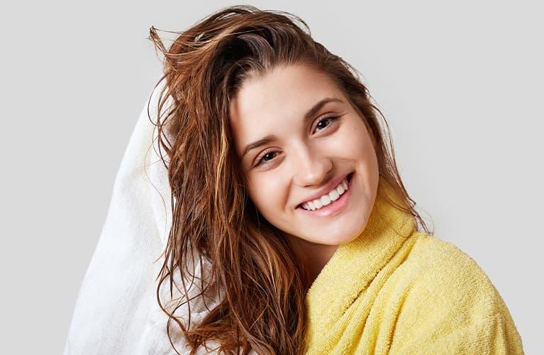 Stumpfes Haar: Was kann man gegen glanzloses Haar tun?