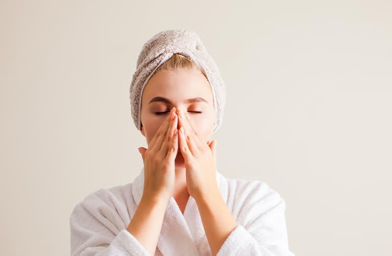 Gesichtsmassagen-Anleitung: Unser Tutorial gegen Stress
