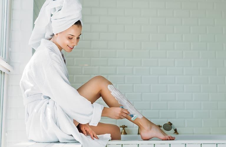 Methoden für glatte Beine: Nassrasierer, Epilierer & Co.