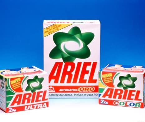 Ariel devuelve el blanco original a tus prendas en tres lavados