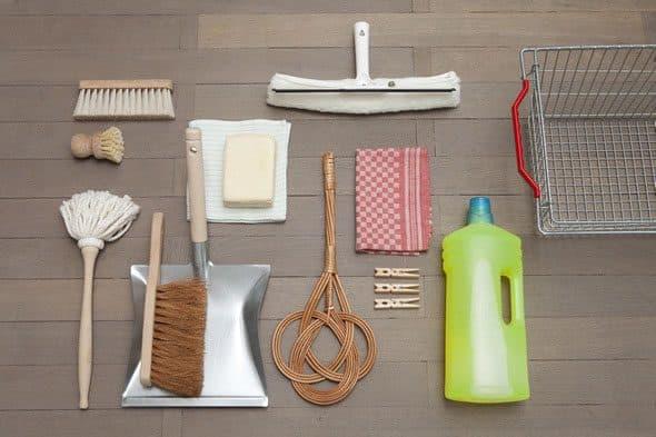 Photo de tous les outils de nettoyage.