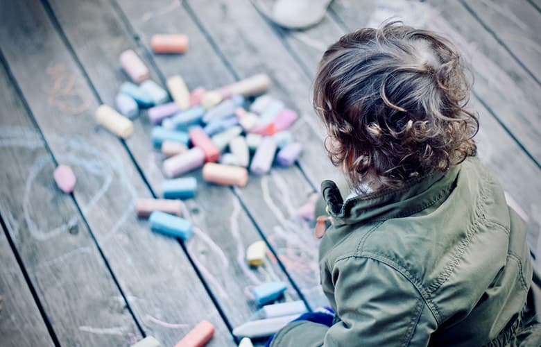 Πώς να βοηθήσεις το παιδί σου όταν παραπονιέται ότι βαριέται στο σπίτι