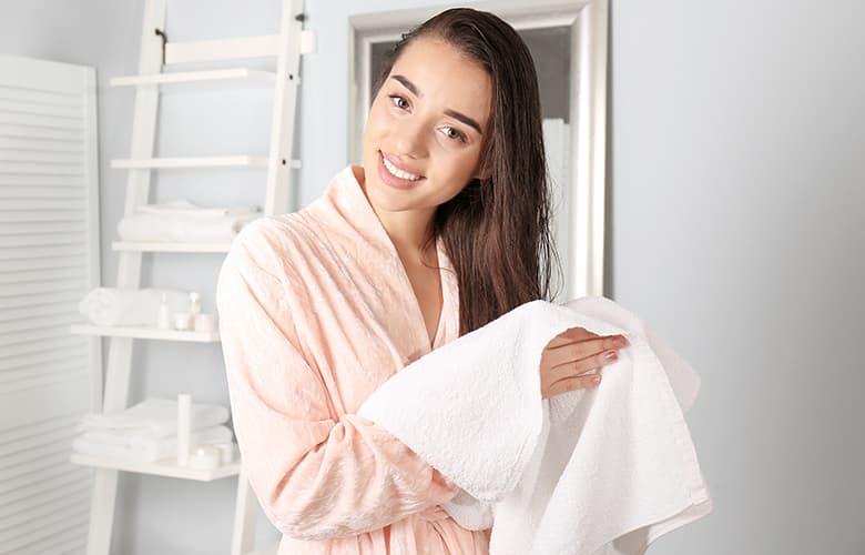 Λαμπερά μαλλιά όλο το χρόνο και πώς το κρύο επηρεάζει την ποιότητα της τρίχας