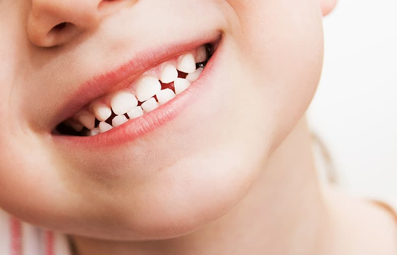 Tips που κάνουν τη διαφορά στο βούρτσισμα των παιδικών δοντιών