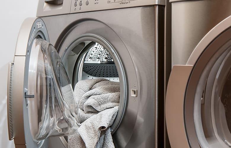 Πώς θα κάνεις το πλύσιμο των ρούχων φιλικό προς το περιβάλλον