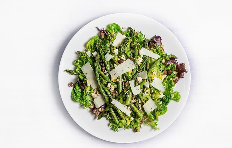 Τρεις υγιεινές σαλάτες που θα αναβαθμίσουν το μενού της εβδομάδας