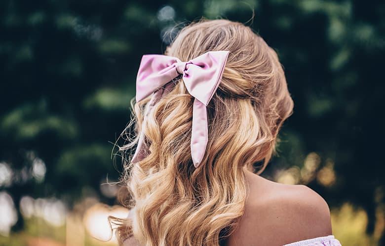 Πέντε εκκεντρικά αξεσουάρ για τα μαλλιά που θα βλέπουμε παντού αυτή την άνοιξη
