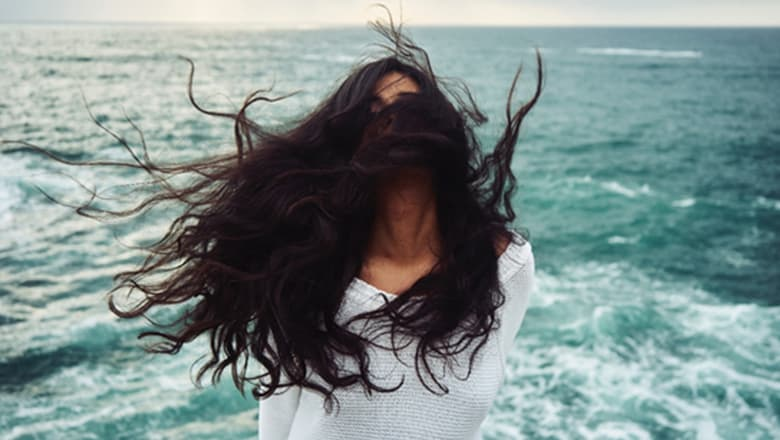 Το μυστικό των τριών λεπτών για τα ταλαιπωρημένα μαλλιά