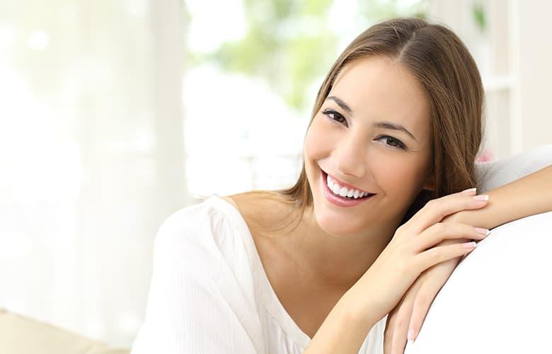 Γυναίκα χαμογελάει