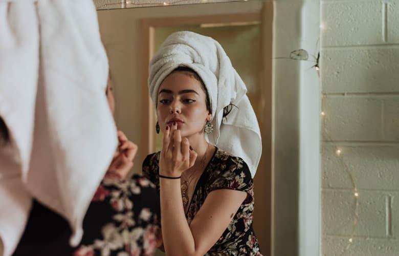 Όλα όσα αξίζει να περιέχει το beauty kit των διακοπών σου