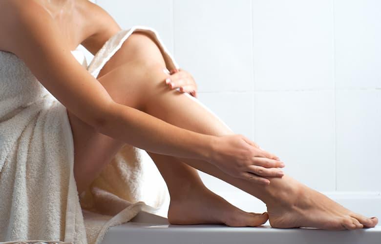 Τα μυστικά ομορφιάς για τέλεια και απαλά πόδια μετά το ξύρισμα