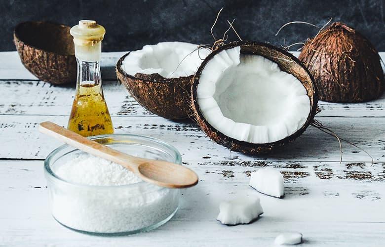 Πώς θα βοηθήσεις τα μαλλιά σου να επιβιώσουν από το αλάτι και τον ήλιο