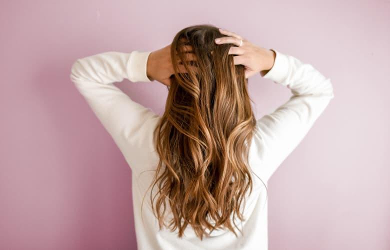 Πώς θα επαναφέρεις την υγεία των μαλλιών σου μετά τις διακοπές