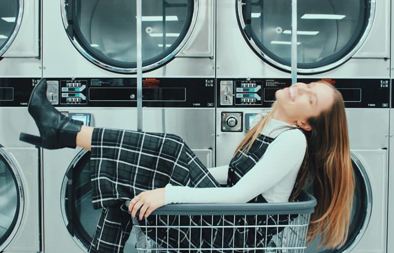 Πώς θα κάνεις τα ρούχα σου να μυρίζουν ασταμάτητα υπέροχα