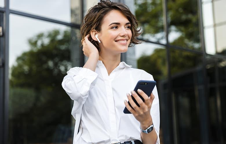 Πώς το smartphone βλάπτει την υγεία της επιδερμίδας σου