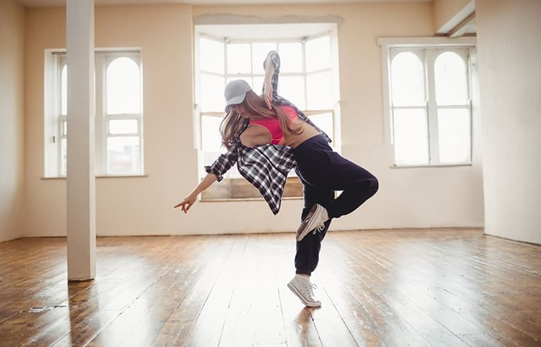 Γυναίκα που χορεύει