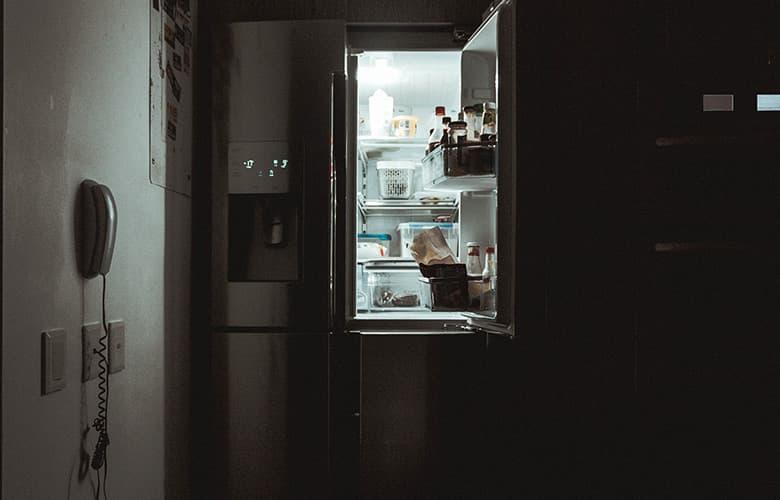 Καθαρίστε καλά το ψυγείο