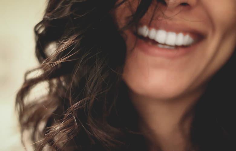 Οι must συνήθειες που θα σου χαρίσουν πιο υγιή και γερά δόντια