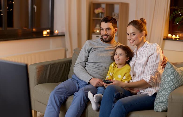 Οργανώνοντας μια σινεφίλ οικογενειακή βράδια στο σπίτι
