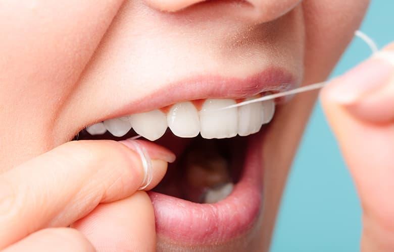 Η σημασία του οδοντικού νήματος για την καλή στοματική υγιεινή
