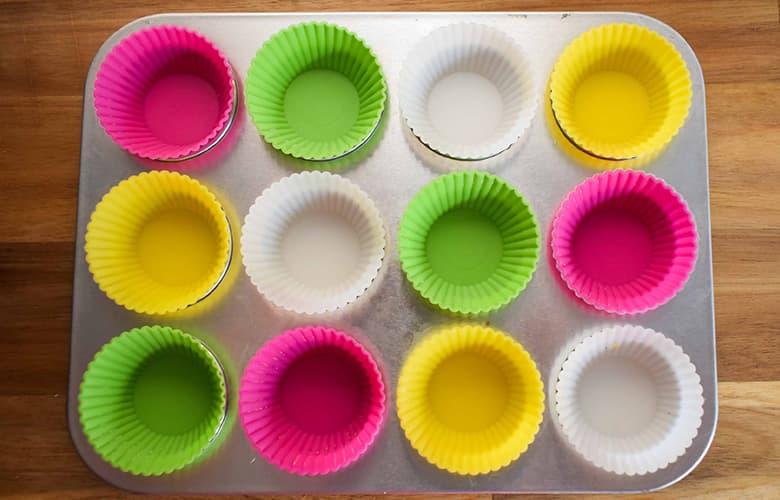 Ετοιμάζουμε πολύχρωμα cupcakes μαζί με τα παιδιά