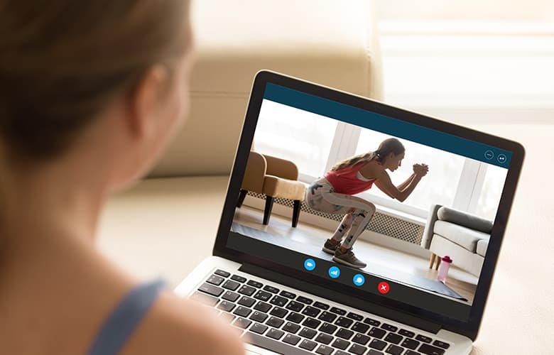 Πώς θα κάνεις τη γυμναστική στο σπίτι μέρος της νέας σου καθημερινότητας