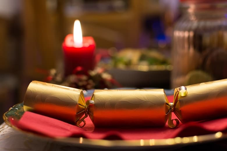 Ετοιμάζουμε βήμα βήμα ξεχωριστά Christmas crackers για τα παιδιά