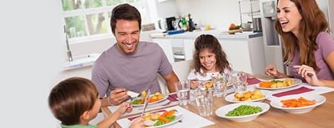 kahvaltı yapan aile